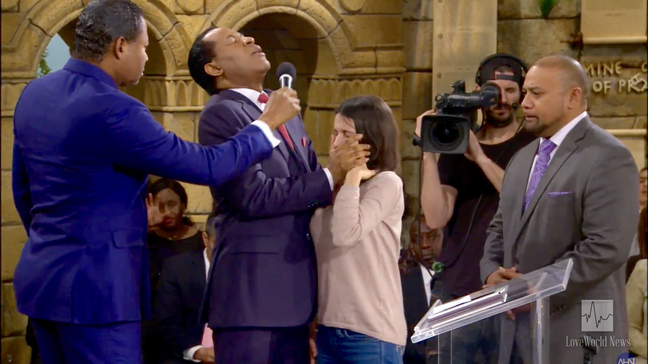 Miraculous Manifestations as Pastor Chris Ministers LIVE in Global Telecast